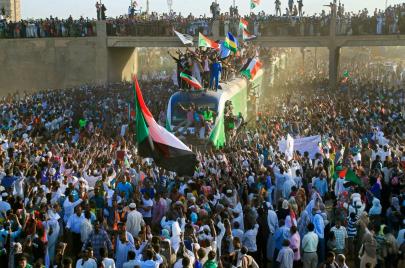 في عيدها الأول.. لماذا تنتصر ثورة السودان؟