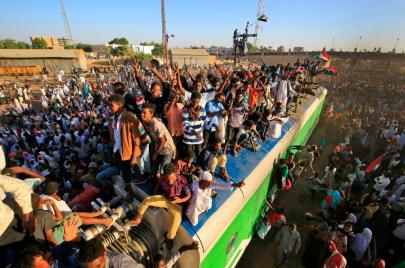 عام على  الثورة.. الشباب من الاحتجاج إلى السياسة