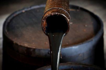 وزارة الطاقة تخطط لزيادة الإنتاج النفطي إلى 74 ألف برميل يوميًا