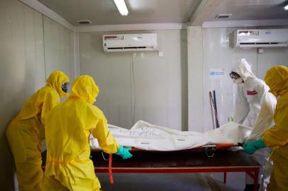 دخلوا أحياء وخرجوا موتى.. كوفيد-19 يلحق أضرارًا بالغًة بمستشفيات الخرطوم