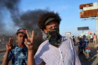 هجوم على اعتصام مشرحة التميز يخلف شهيدًا وثلاثة مصابين