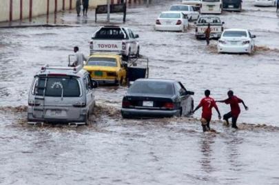 الأمطار تحول الخرطوم إلى مستنقعات.. ومخاوف من التصريف في النيل